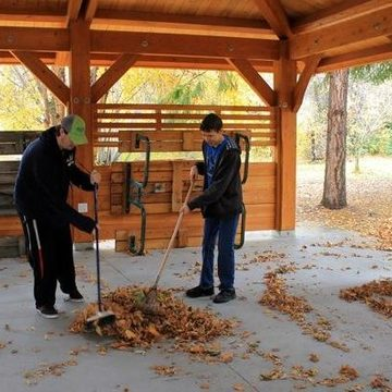 Hearts and Hands – Fall Clean-Up 2018