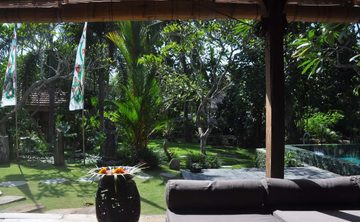 Upaya Yoga Bali Transformational 200Hr, 22 Day Yoga Teacher Training Canggu