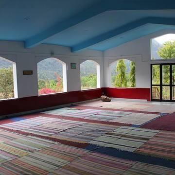 Ravinder Yoga School