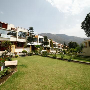 8 Days Ayurveda and Yoga Rejuvenation Retreat in Rishikesh (India)