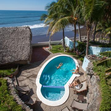 El Salvador Retreats