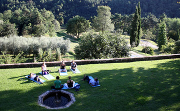 Premium Yoga Retreat Cortona Tuscany Italy (Apr - Sept)