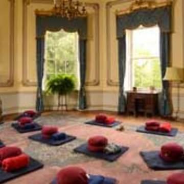 Sharpham House: Mindfulness and Yoga Retreat-(4 nights)