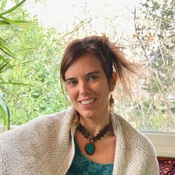 "<a href=""https://hridaya-yoga-fr.secure.retreat.guru/teacher/anja/"" />Anja</a>"