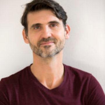 """<a href=""""https://hridaya-yoga-fr.secure.retreat.guru/teacher/arnaud-philibert-2/"""">Arnaud Philibert</a>"""