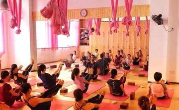 200 Hour Yoga Teacher Training in Rishikesh India - April 2019