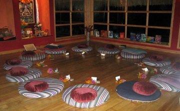Akasha Ellis- New Years Bhakti Yoga Retreat Guatemala