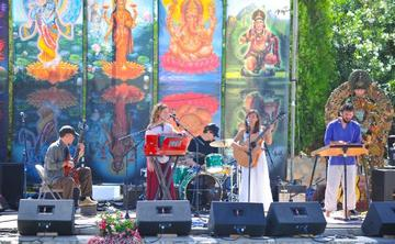"""The 3rd Annual """"One Shared Heart"""" Bhakti Immersion for Women with Luna Ray"""