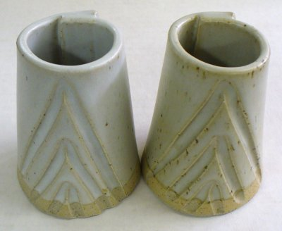 A refined-material cone 10R dolomite matte (left) vs. one made using Ravenscrag Slip