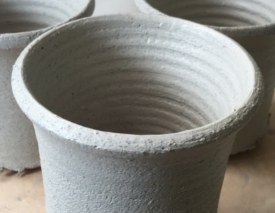 The texture of 33% 20-48 mesh grog in a flameware body