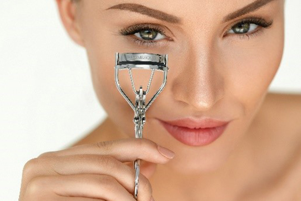 Game-Changer–the-Eyelash-Curler-feature