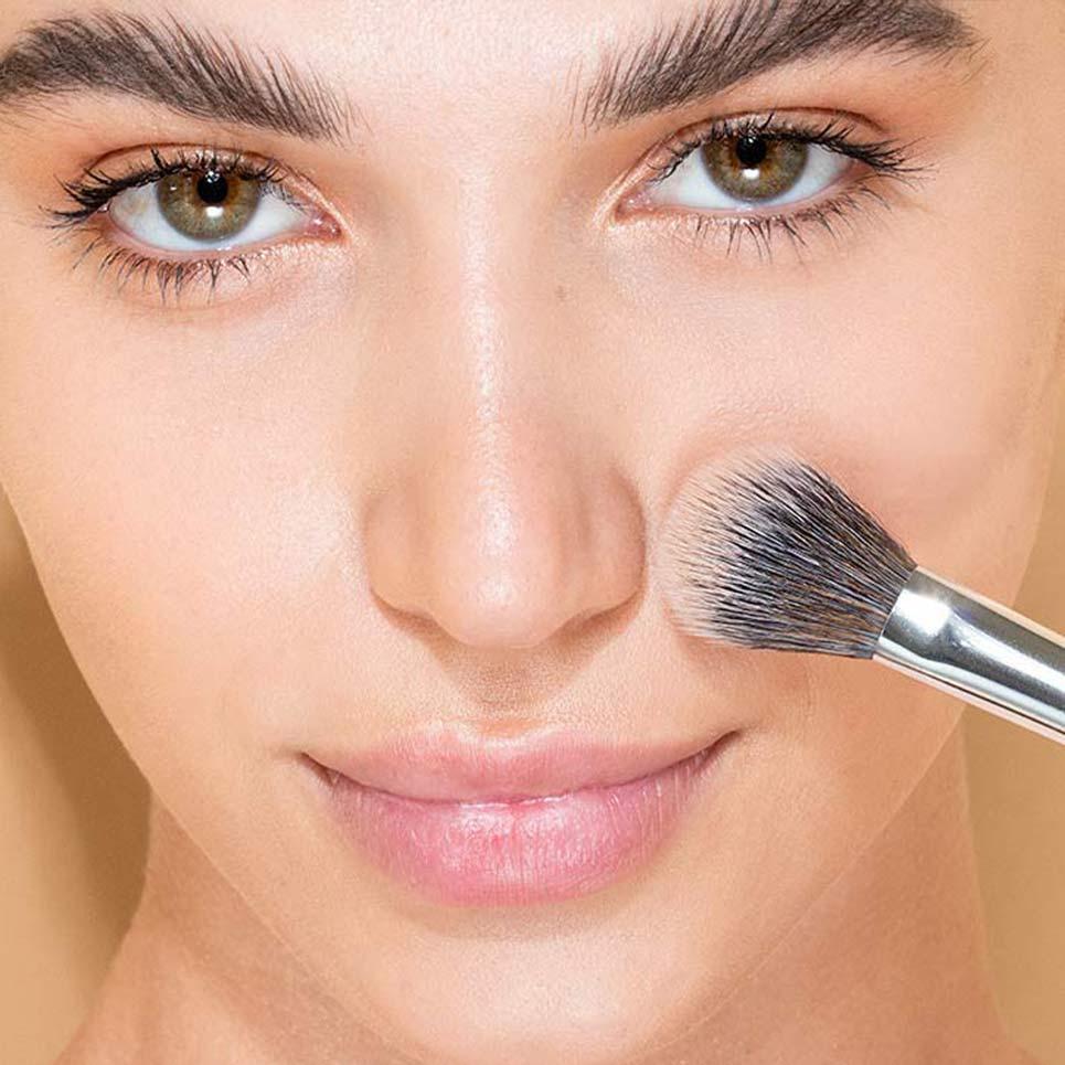 Using-Japonesque-Fluff-Concealer-Brush-2