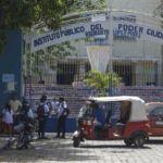 Régimen presiona a maestros por firmas para «inflar» la aprobación popular de la cadena perpetua