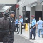 Policía mantiene vigilancia en centros comerciales a siete meses de que se disiparon las protestas