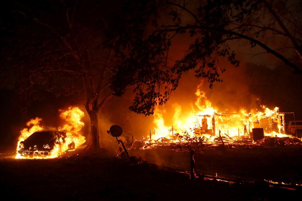 Evacuaciones y destrucción de casas por gran incendio forestal en región  del vino de California