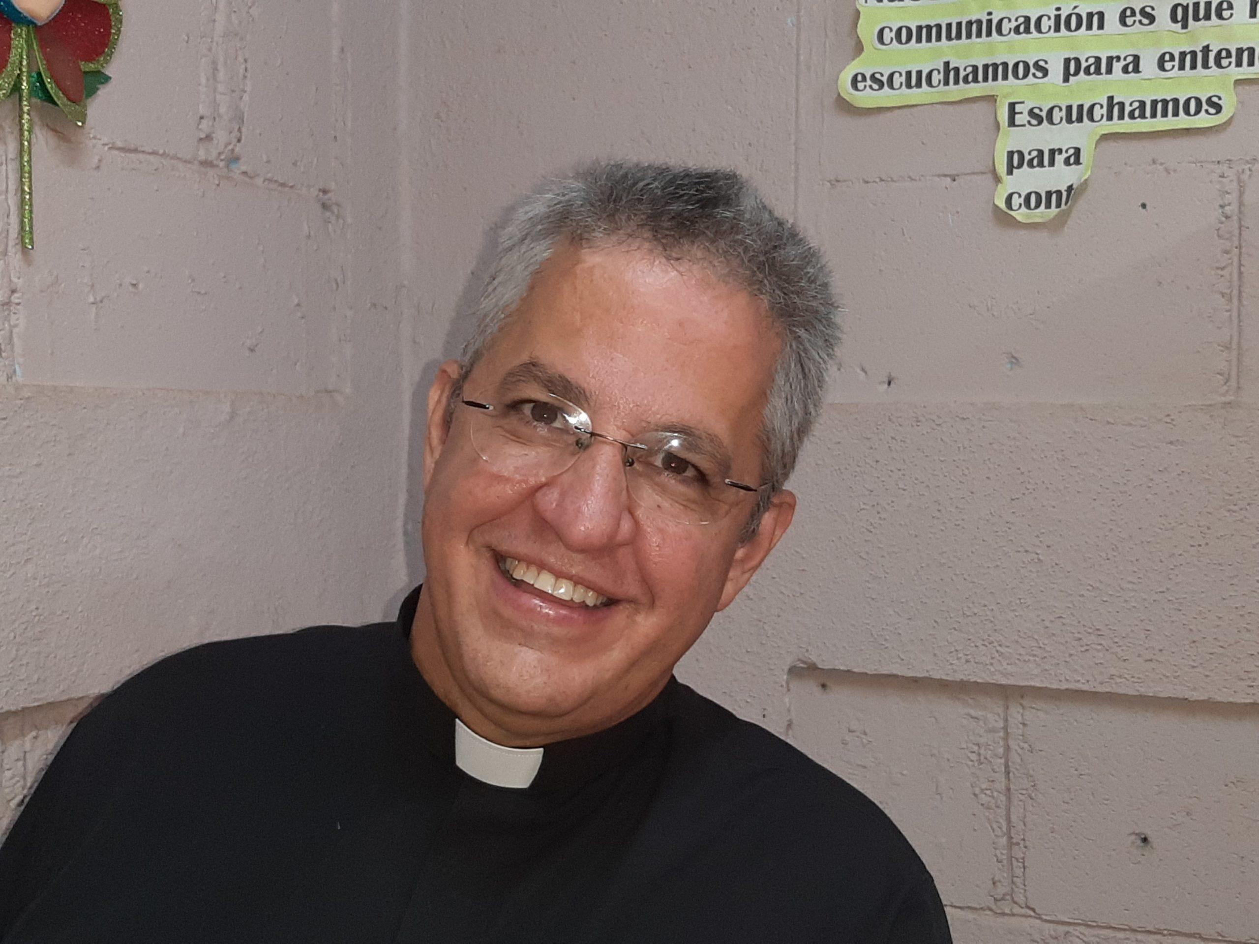 Monseñor Miguel Mántica, presidente de Fundación Nueva Vida, que apadrina el Colegio San Martin de Porres, en Nueva Vida, Ciudad Sandino
