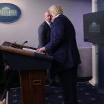 Evacúan a Donald Trump de una rueda de prensa tras disparos cerca de la Casa Blanca