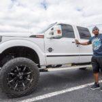 El polémico Yoenis Céspedes: De andar en bicicleta a comprarse autos de lujo