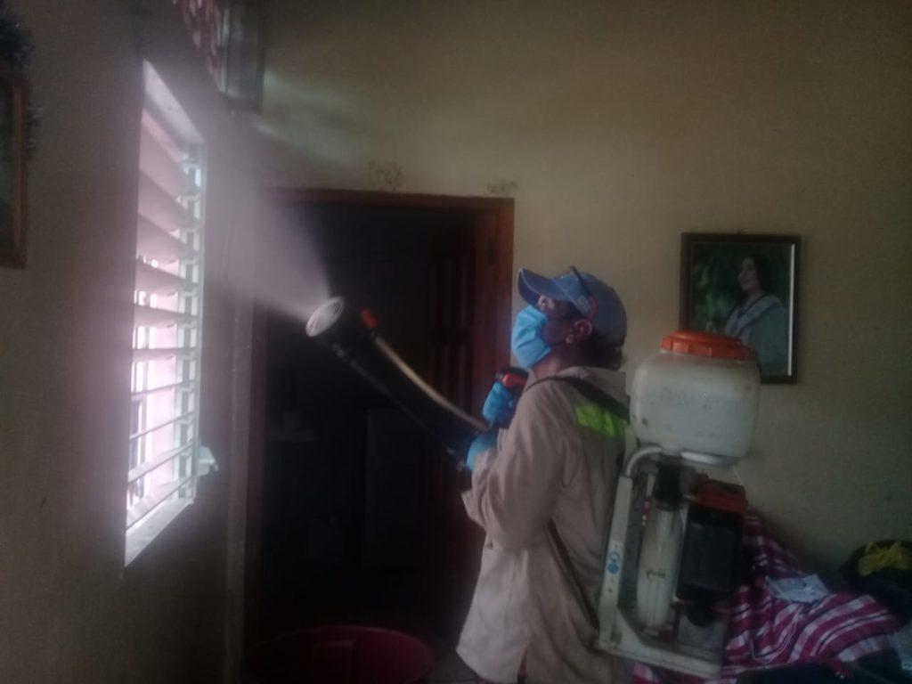 fumigación de casas de pacientes recuperados por Covid-19. LA PRENSA/CORTESÍA