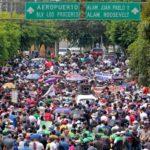 Alcaldes y trabajadores municipales protestan contra el gobierno de Bukele por fondos