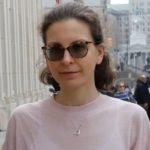 Clare Bronfman y el caso Nxivm: condenan a casi 7 años de cárcel a la millonaria heredera por apoyar al grupo acusado de ser una «secta sexual»