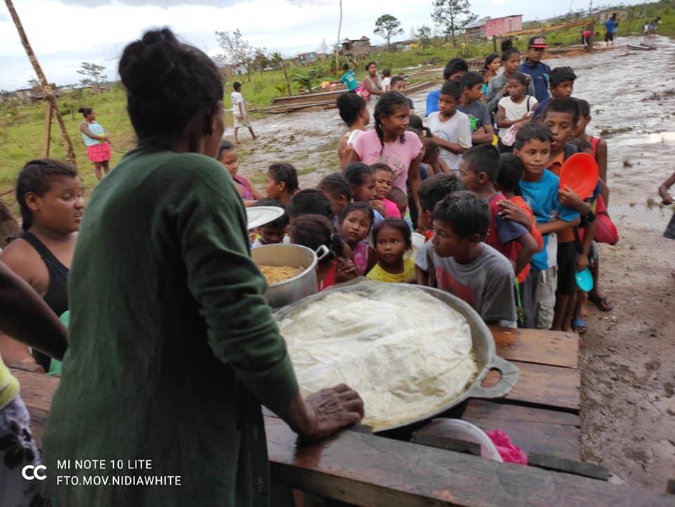 Más de 1,500 personas reciben un tiempo de comida en los comedores comunitarios en Bilwi. LA PRENSA / CORTESÍA NIDIA WHITE