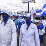Médicos nicaragüenses «celebran» su día entre el luto y el exilio