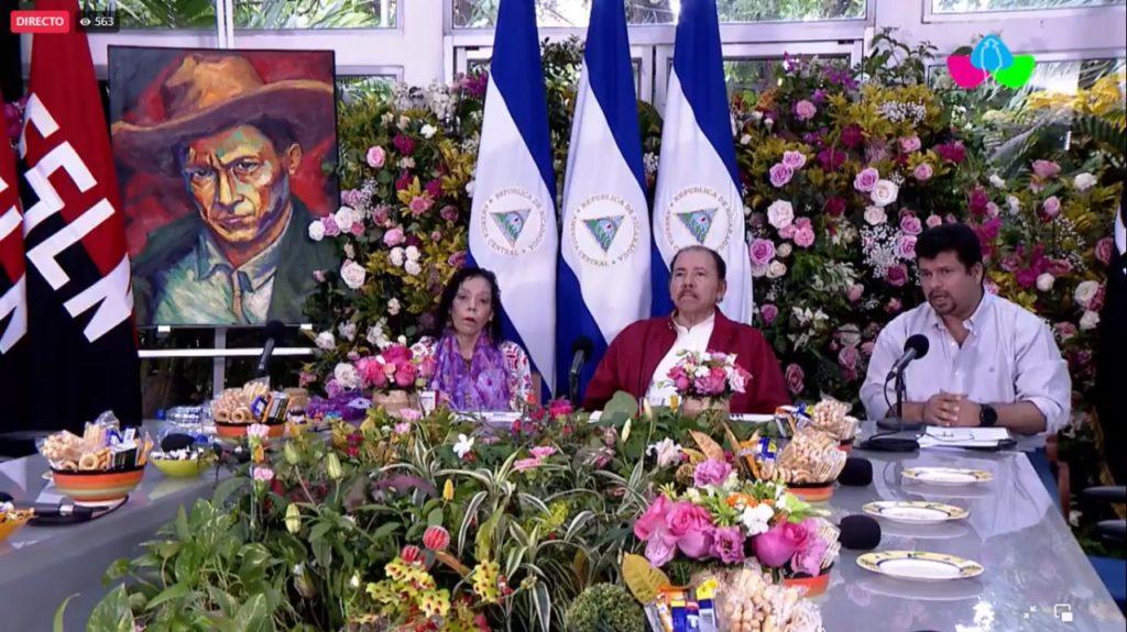 Rosario Murillo junto a Daniel Ortega, durante el congreso sandinista. LA PRENSA / CAPTURA DE PANTALLA