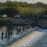 EE.UU. aumentará «vuelos de deportación» para inmigrantes varados en Texas