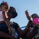 «Salí de Chile, pasé por Perú, Ecuador, Colombia y Panamá…»: la difícil ruta de los haitianos que lograron ser admitidos en Estados Unidos
