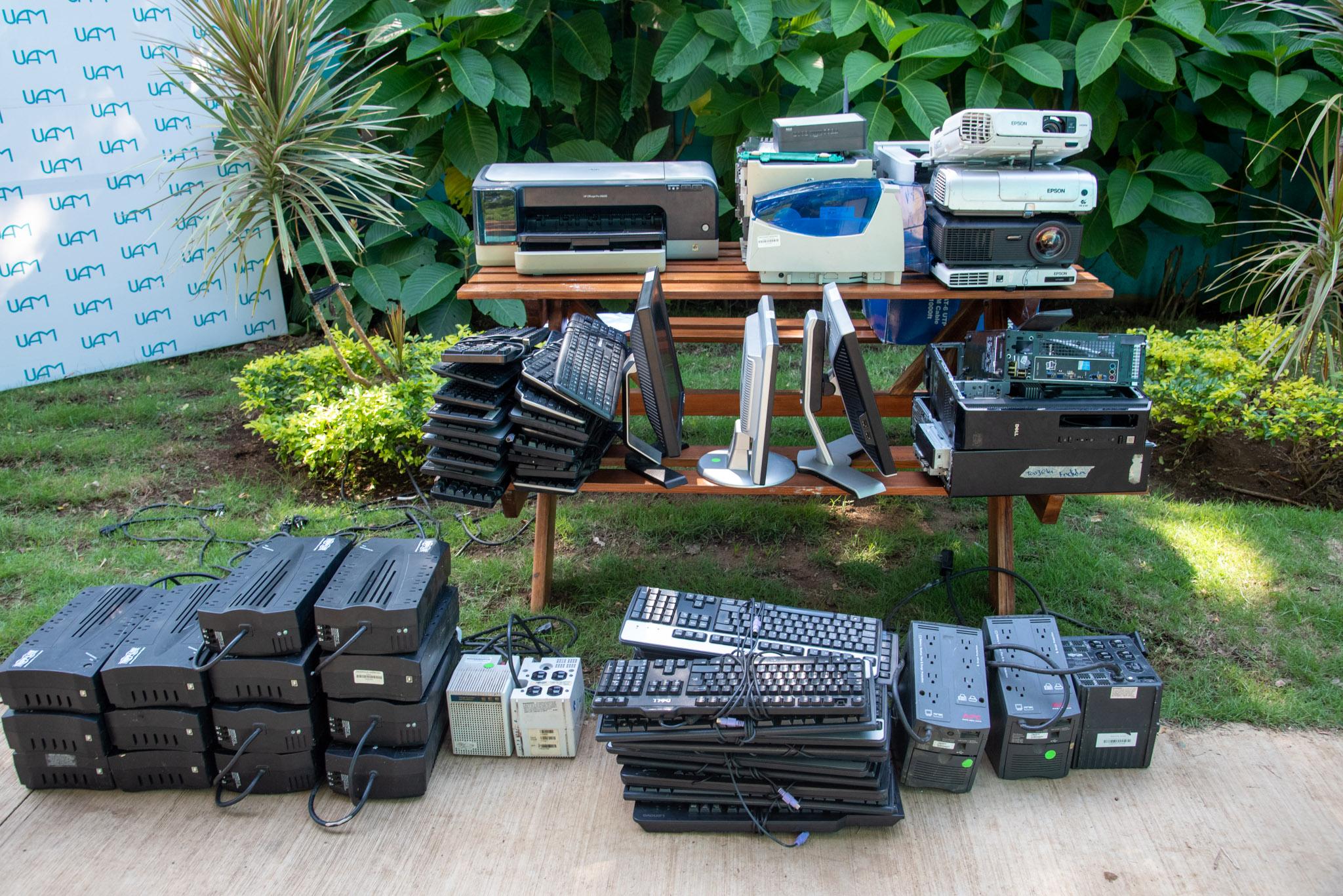 UAM entrega desechos tecnológicos a Claro