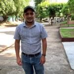 La historia del niño campesino que llegó a doctor en Ingeniería Ambiental y el régimen lo despidió por protestar con una bandera azul y blanco