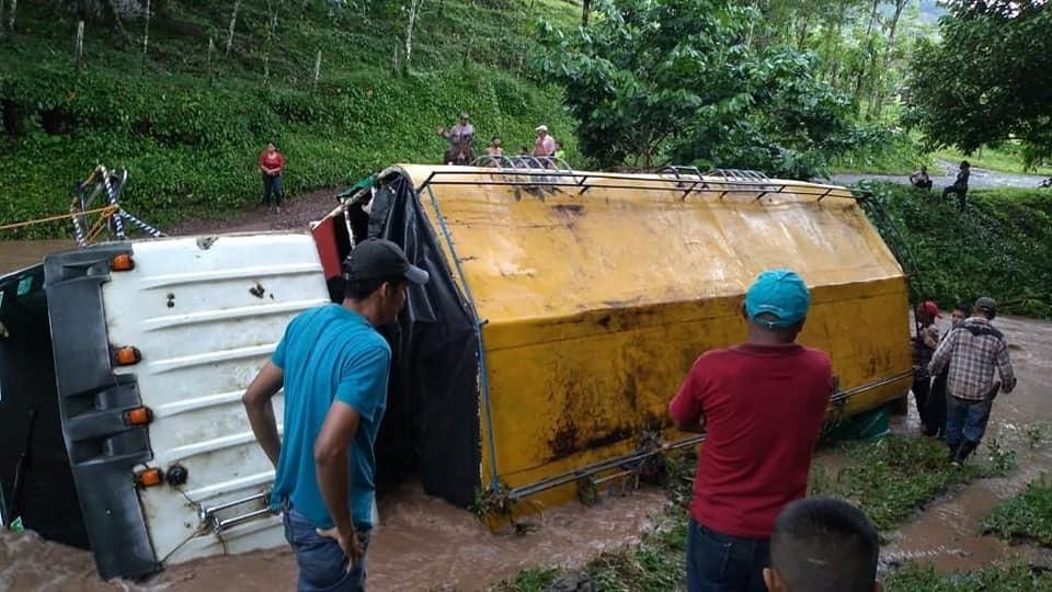 Nicaragvo : Patrino kaj filo mortas kiam kolektivtransporta kamiono renversiĝas en Waslala rivero