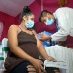 Estos son los lugares donde aplicarán primera dosis anticovid a embarazadas este viernes