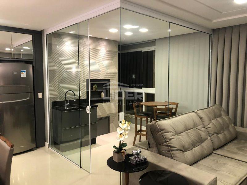 Apartamento com 3 suítes no 11º andar em Meia Praia.