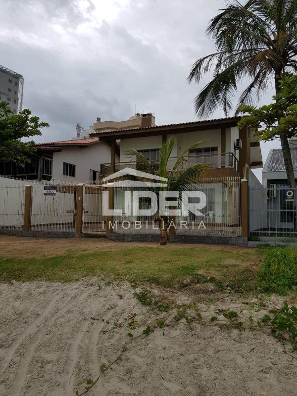 Casa com 5 quartos frente mar