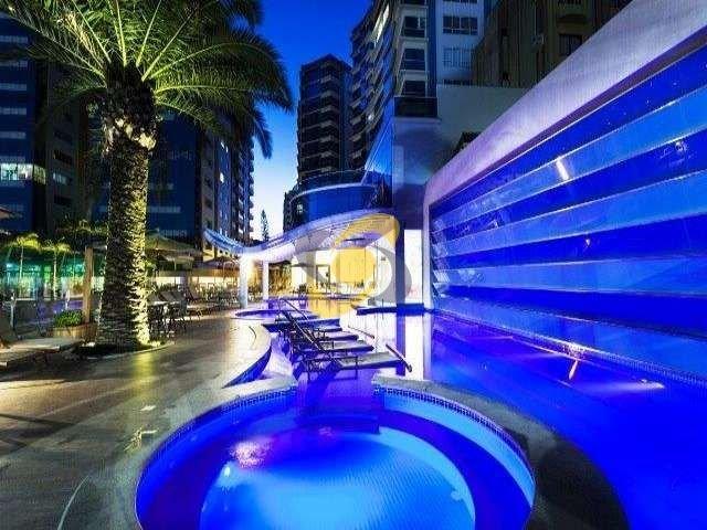 Alto Padrão em condomínio estilo resort em frente ao mar!