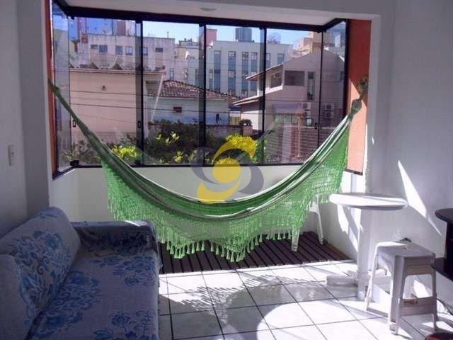 Locação de temporada: 03 quartos com ar, no centro de Meia Praia!!