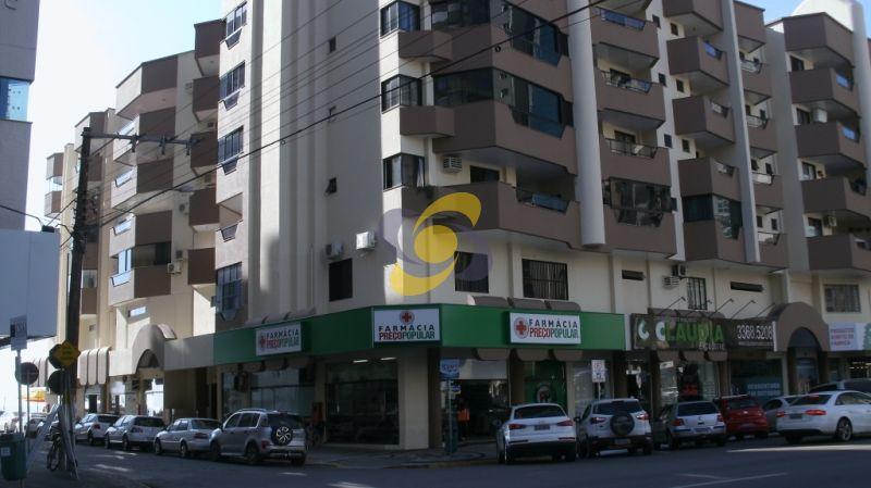 Sala comercial à venda: pertinho do Banco do Brasil em Meia Praia Sala comercial à venda em Itapema