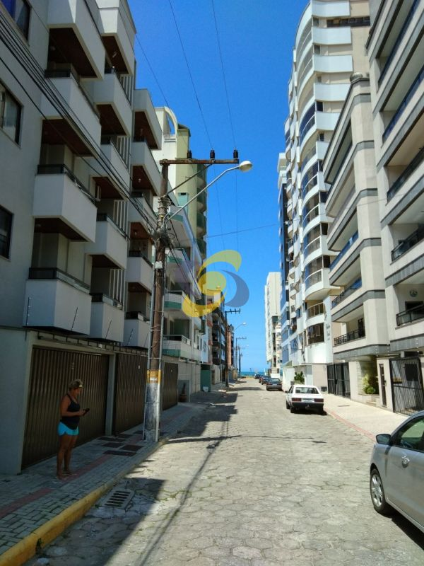 Aluguel de verão: Apartamento com 2 quartos na quadra do mar!