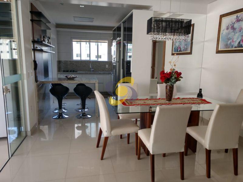 Apartamento à venda: 4 suítes e 4 vagas de garagem