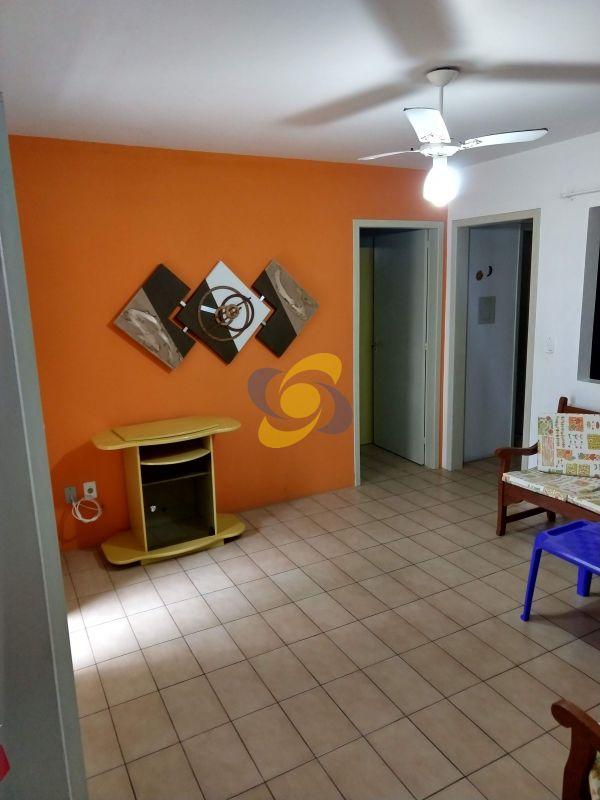 Apartamento bem localizado a 200m do mar com 2 dormitorios com ar
