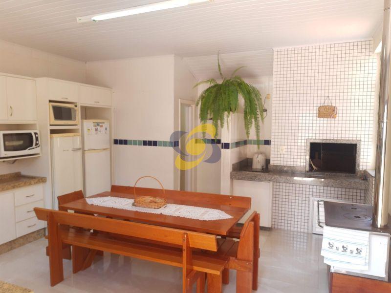 Excelente casa 4 Dormitórios 2 vaga de garagem para temporada em Meia Praia!
