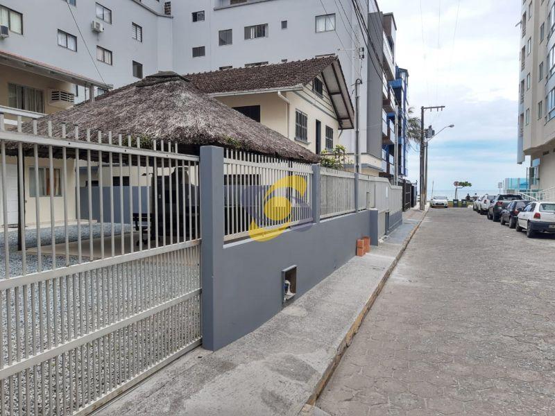 Casa Quadra Mar apenas à 50m do Mar em Itapema - Meia Praia!