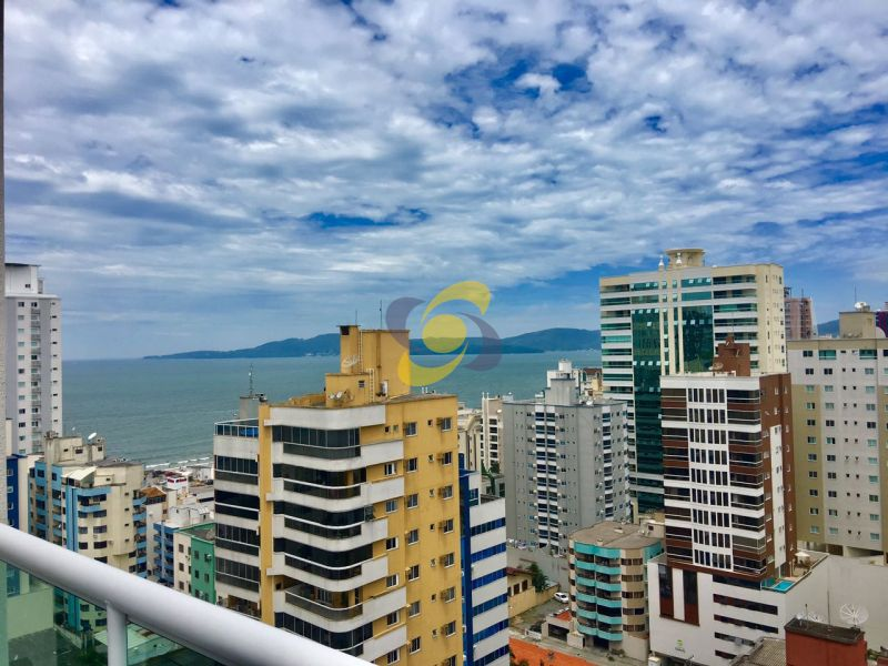 Excelente cobertura com 4 Suites sendo 2 Master suites c/ vista mar e Aproximadamente 290m² em Meia Praia - Itapema
