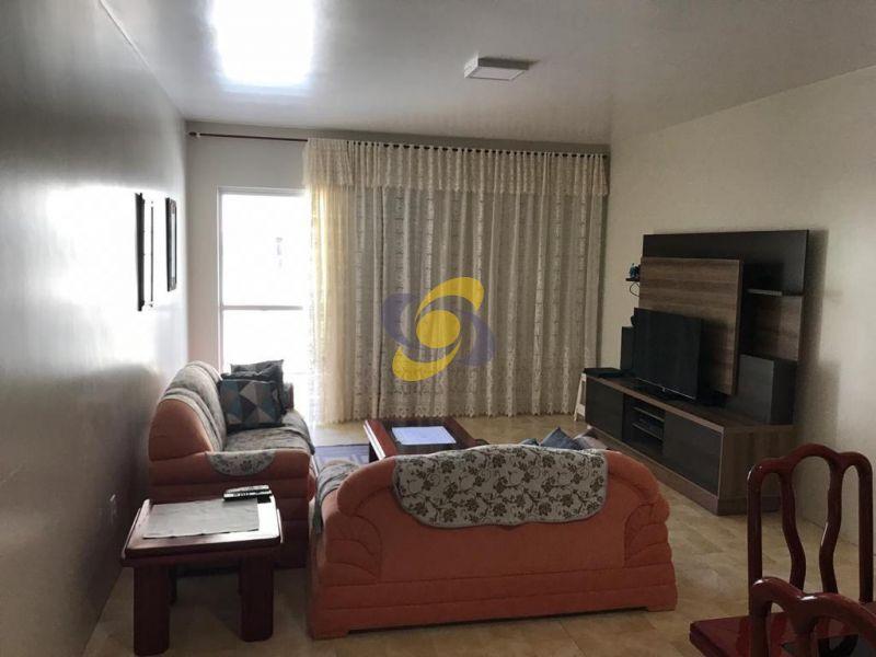Apartamento e ótima localização com 03 dormitórios  2 vagas de garagem para locação de temporada em Meia Praia!