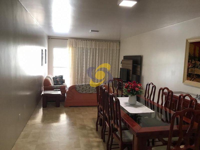 Apartamento com 3 dormitórios com ar condicionado sendo 1 suíte com 2 vagas de garagem - Meia Praia