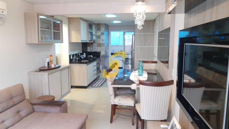 Excelente apartamento na Quadra do Mar com 2 Dormitórios sendo 1 suite em Meia Praia para temporada