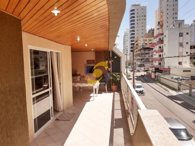 Ótimo Apartamento Quadra Mar Diferenciado com 4 Dormitórios sendo 2 Suítes em Meia Praia!