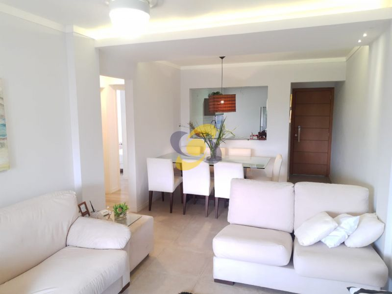 Excelente apartamento com 03 Dormitórios e 01 Vaga de garagem em Meia Praia! Para temporada e venda